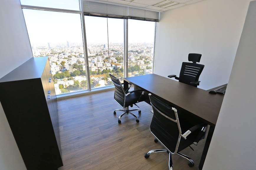 """משרד להשכרה 166 מ""""ר קומה גבוה עם מרפסת"""