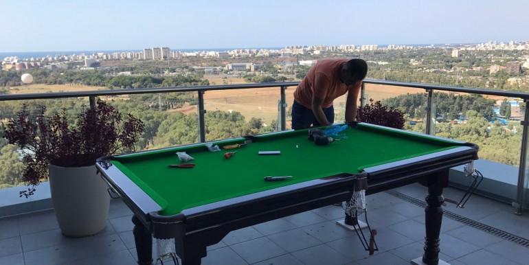 שולחן בילארד על הגג